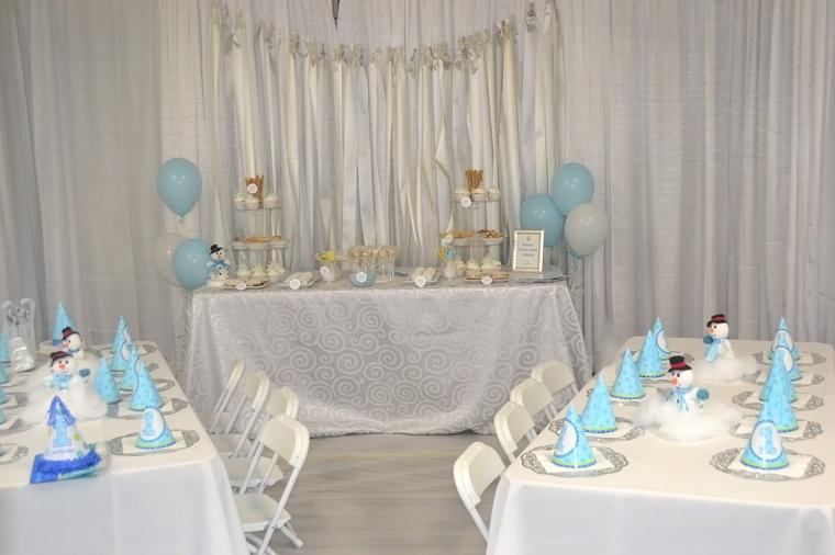 white_blue winter wonderland birthday party decor