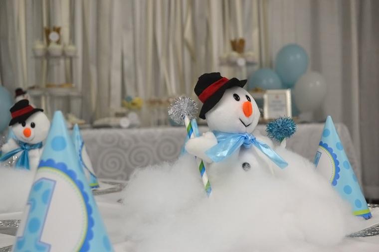 winter wonderland birthday snowman centerpiece