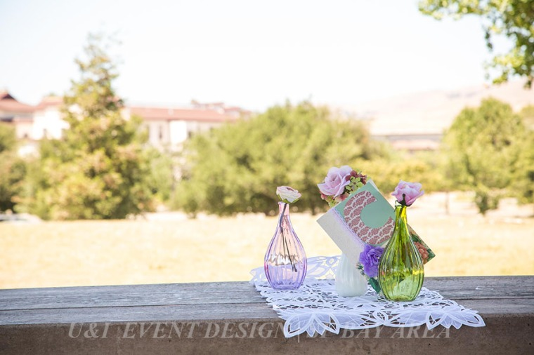 outdoor rustic shabby chic centerpiece
