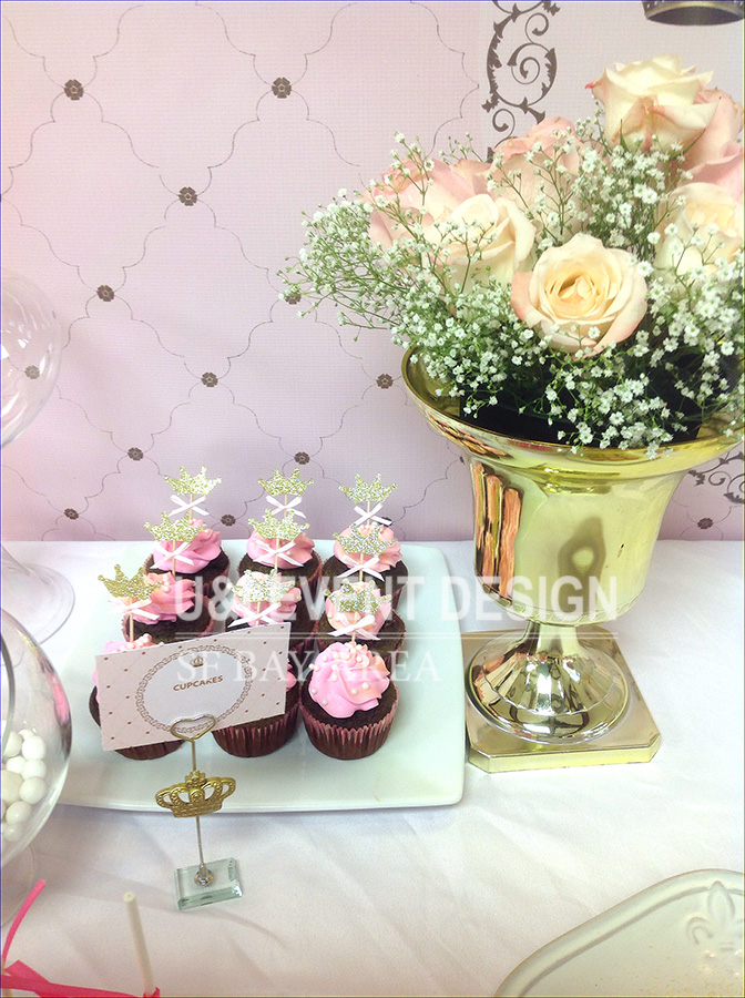 gold vase floral centerpiece princess theme party cupcakes